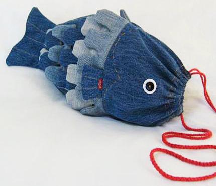 Дизайнер и рукодельница Тереза Пан (Theresa Pan), например, сшила из старых джинсов удивительную сумку-рыбу.