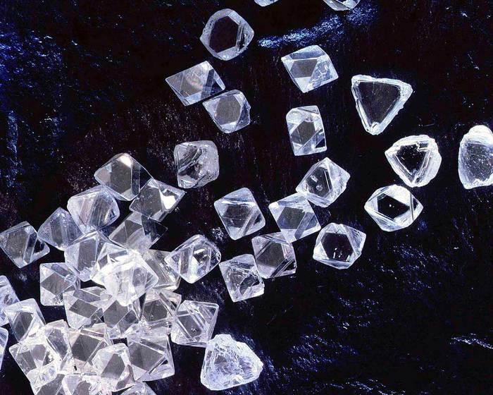 1333229666_Diamonds (700x560, 79Kb)
