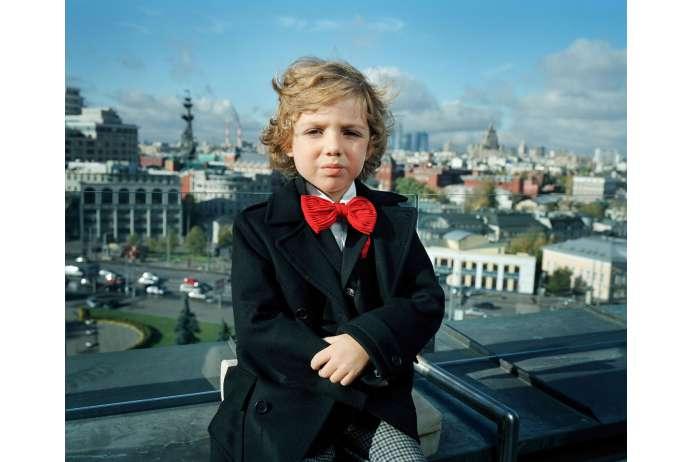 Вадим на террасе на крыше своего дома (693x462, 30Kb)