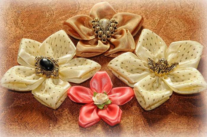 Самые легкие цветы из ткани в технике канзаши