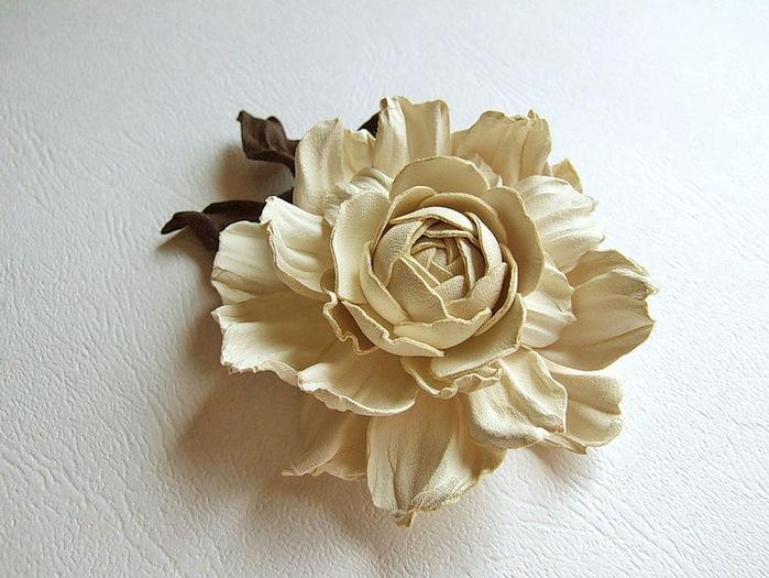 Цветы и цветочные украшения из натуральной замши и кожи.  Рукодел Мария Котова.