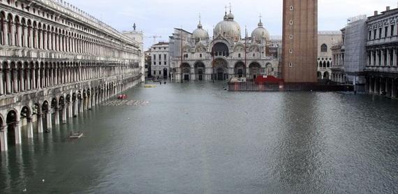 венеция наводнение 1 (570x278, 71Kb)