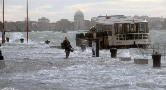 венеция наводнение 5 (570x310, 67Kb)