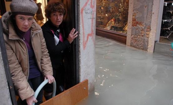 венеция наводнение 7 (555x338, 64Kb)