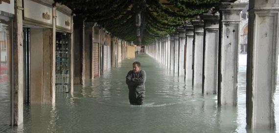 венеция наводнение 9 (570x272, 63Kb)