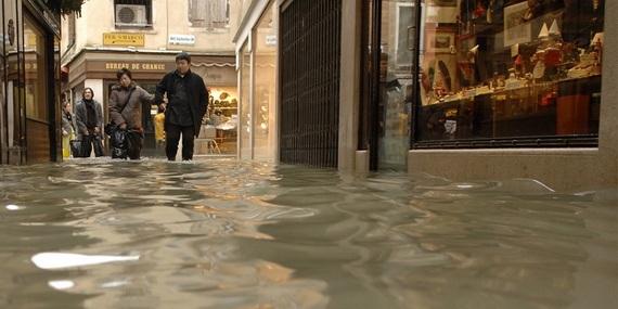 венеция наводнение 11 (570x285, 62Kb)