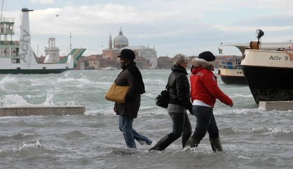 венеция наводнение 13 (570x330, 67Kb)