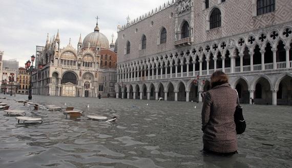 венеция наводнение 15 (570x328, 81Kb)