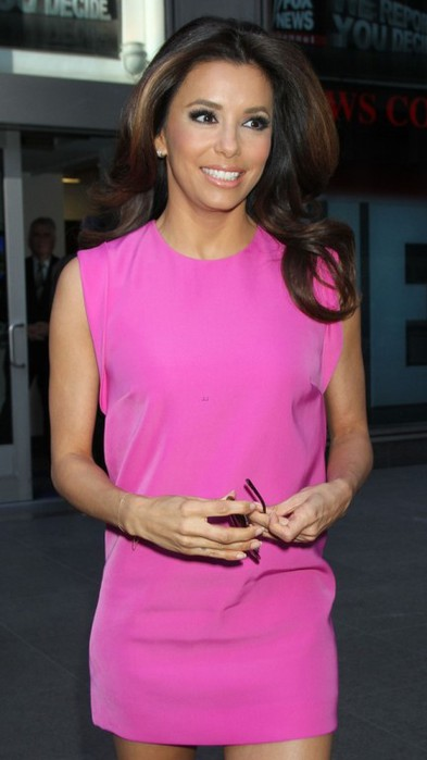 eva-longoria-arriving-at-jfk-00 (393x700, 47Kb)