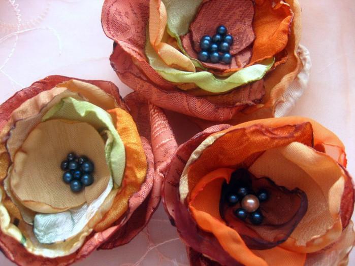 как сделать цветы своими руками, цветы из шёлка и органзы/1333968287_jqIkaMgtZL (699x525, 103Kb)