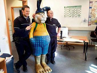 Германия - арест картонного зайца (340x255, 30Kb)