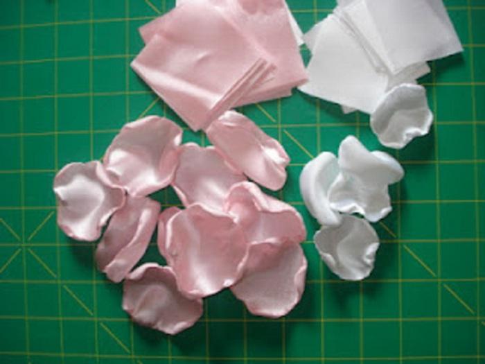 Лепестки из лент атласных лент своими руками мастер класс