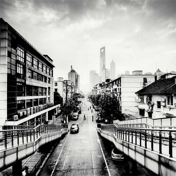 Красивые черно белые фото Шанхая от Martin Stavars 15 (700x700, 141Kb)