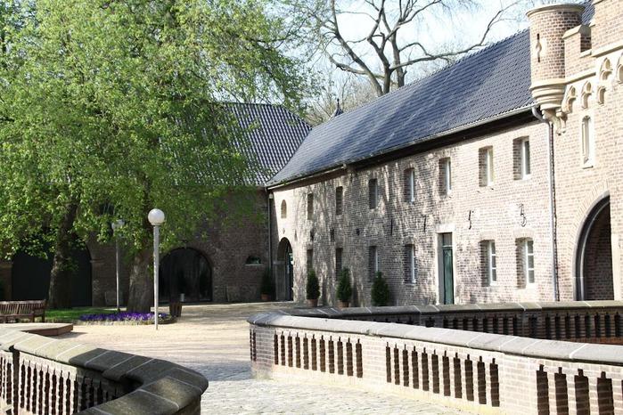 ЗАМОК Паттендорф - Schloss Paffendorf 91026