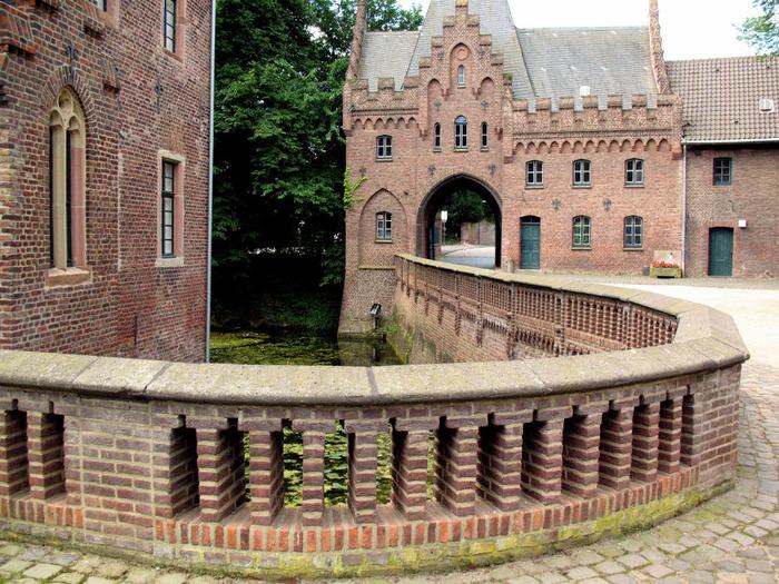 ЗАМОК Паттендорф - Schloss Paffendorf 65271