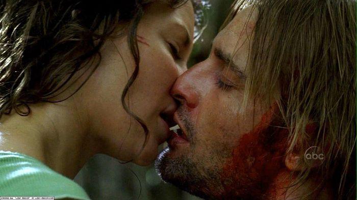 1334866356_Kate_kiss_Sawyer (700x393, 43Kb)