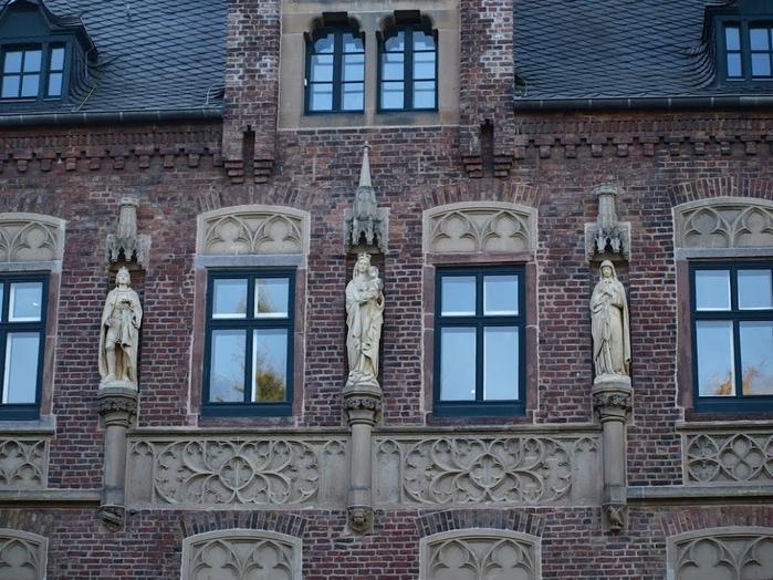 ЗАМОК Паттендорф - Schloss Paffendorf 38735