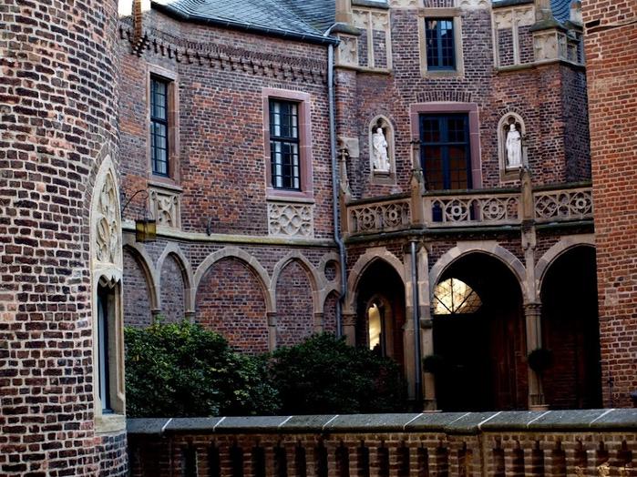 ЗАМОК Паттендорф - Schloss Paffendorf 81439