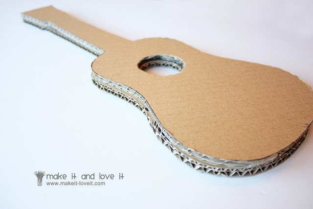 Мастерим миниатюрную гитару «Ретро» для куклы Ярмарка Мастеров