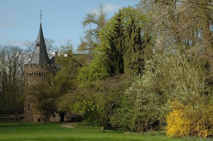ЗАМОК Паттендорф - Schloss Paffendorf 40698