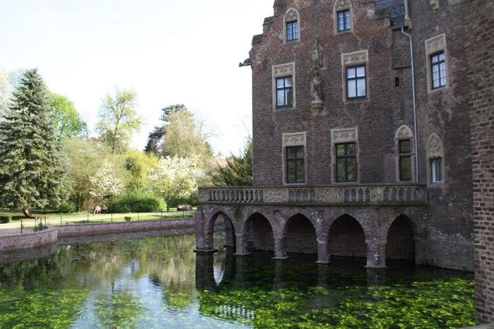 ЗАМОК Паттендорф - Schloss Paffendorf 75702