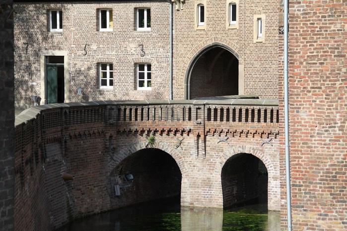 ЗАМОК Паттендорф - Schloss Paffendorf 30704