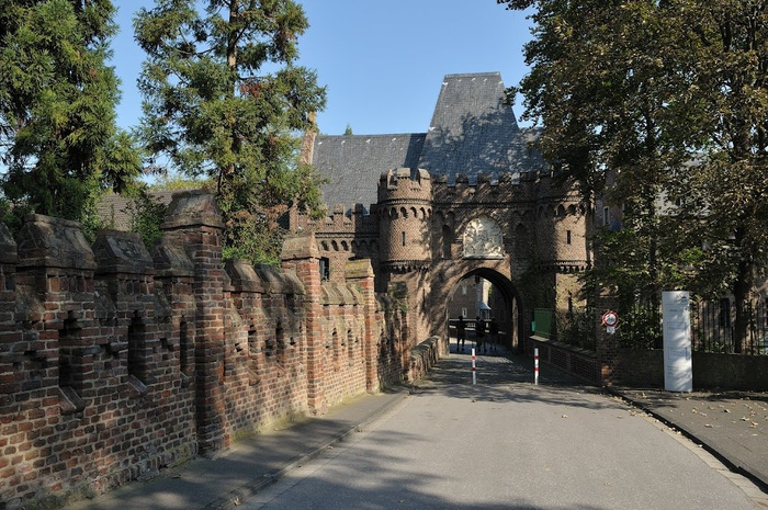 ЗАМОК Паттендорф - Schloss Paffendorf 82702