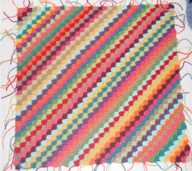 Мастер-класс для вязания крючком любого полотна из остатков ниток методом энтерлак\пэчворк/4683827_20120422_221144 (649x579, 135Kb)