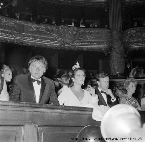 Элизабет Тейлор на мировой премьере своего фильма Укрощение строптивой, в Парижской Опере 9 28 1967 копия (492x480, 131Kb)