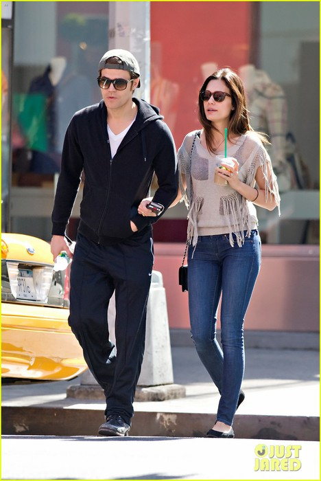 paul-wesley-nyc-stroll-with-torrey-devitto-01 (468x700, 77Kb)