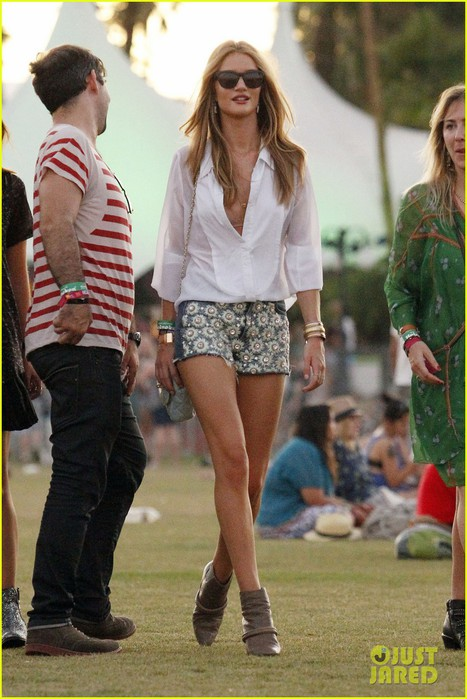 rosie-huntington-whiteley-coachella-01 (467x700, 97Kb)