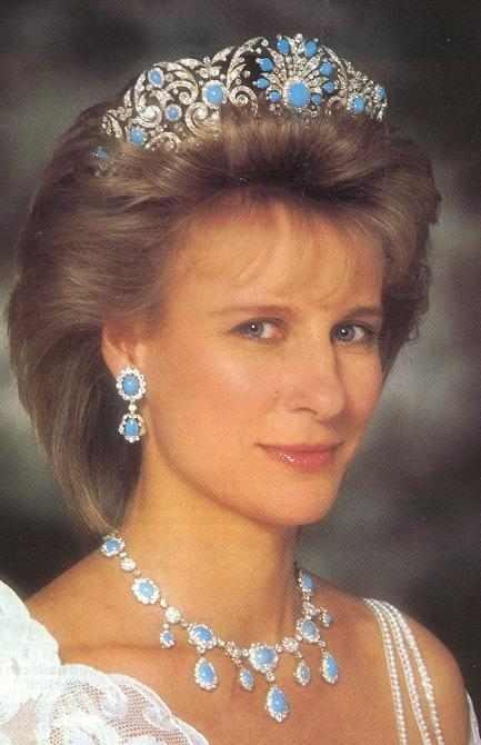 герцогиня Глостерская в парюре с бирюзой...