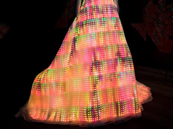 космическое платье (570x425, 94Kb)