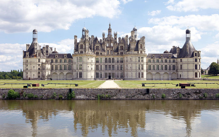 1024px-Chambord_North_Face (700x437, 80Kb)