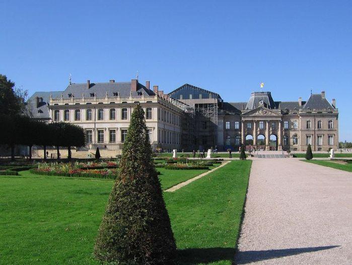 797px-Chateau_Luneville_ar_10_2010 (700x526, 65Kb)
