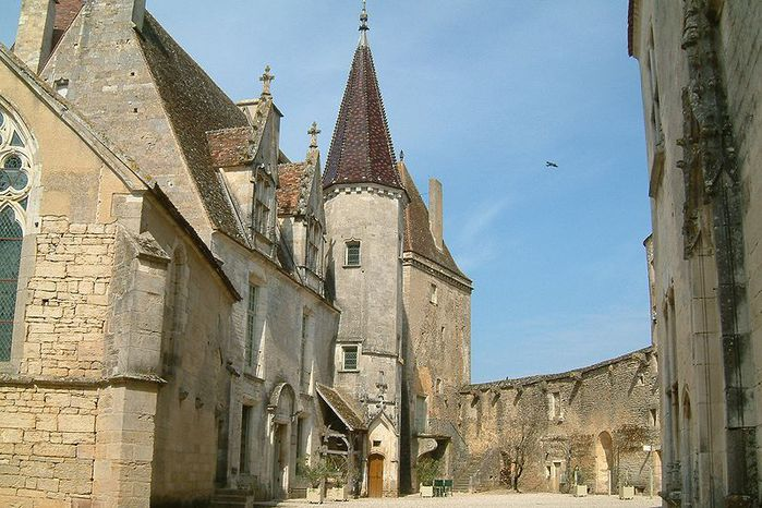800px-Chateau_Chateauneuf_2 (700x466, 84Kb)