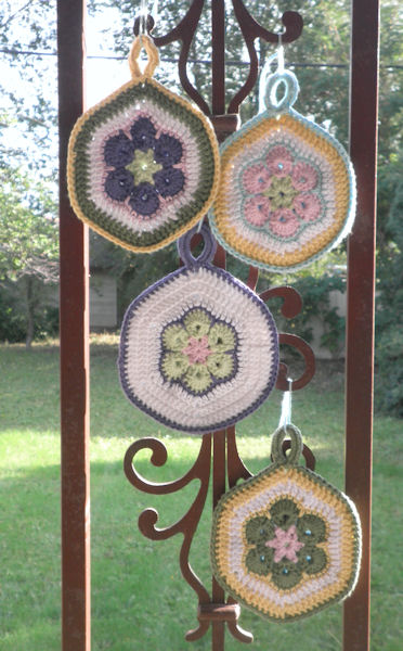 AfricanFlowerPotholder01 (372x600, 82Kb)