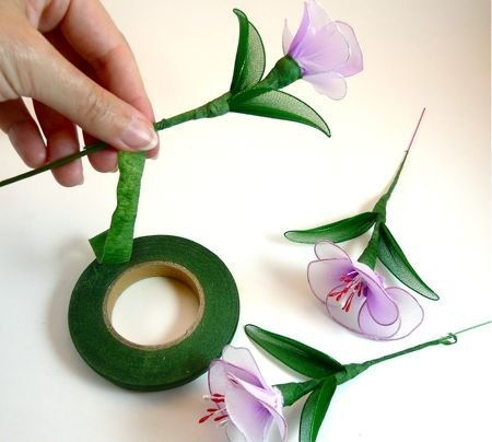 Цветы из капроновой лент своими руками