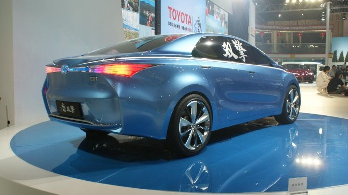 22772_toyota-yundong-shuangqing-concept-3_12042556943 (700x393, 62Kb)