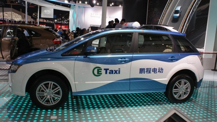 23244_byd-e6-taxi-2_12042557135 (700x393, 89Kb)