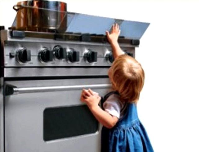 ребенок на кухне (641x491, 48Kb)