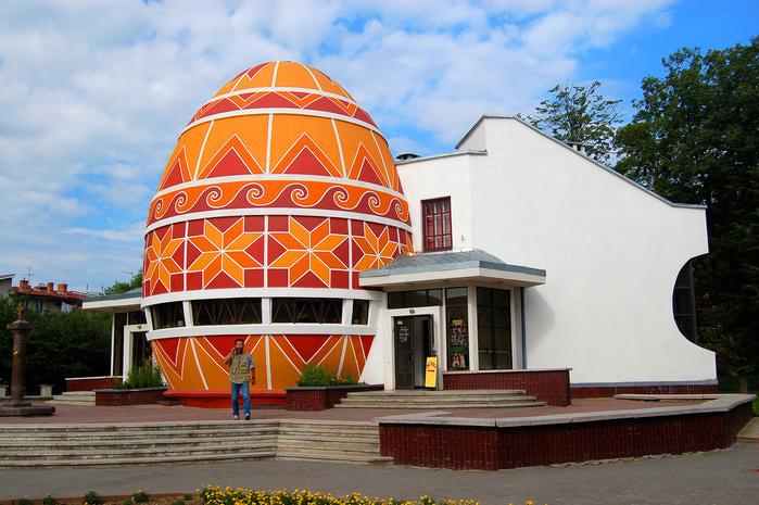 Музей писанки в городе Коломыя (700x465, 219Kb)