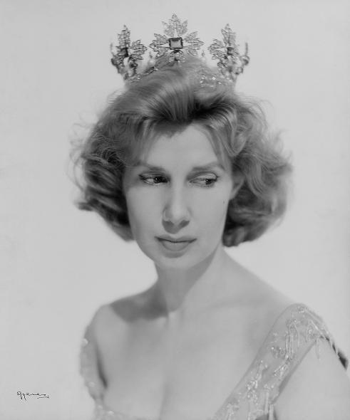 001-а-родилась 28 марта 1926 года в мадридском дворце Лирия (491x590, 18Kb)