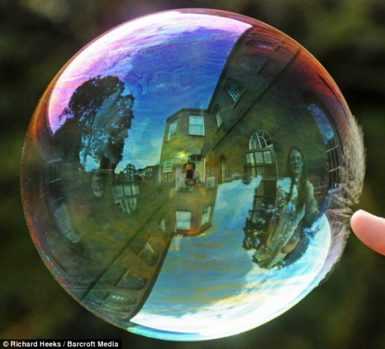 Лопающийся мыльный пузырь