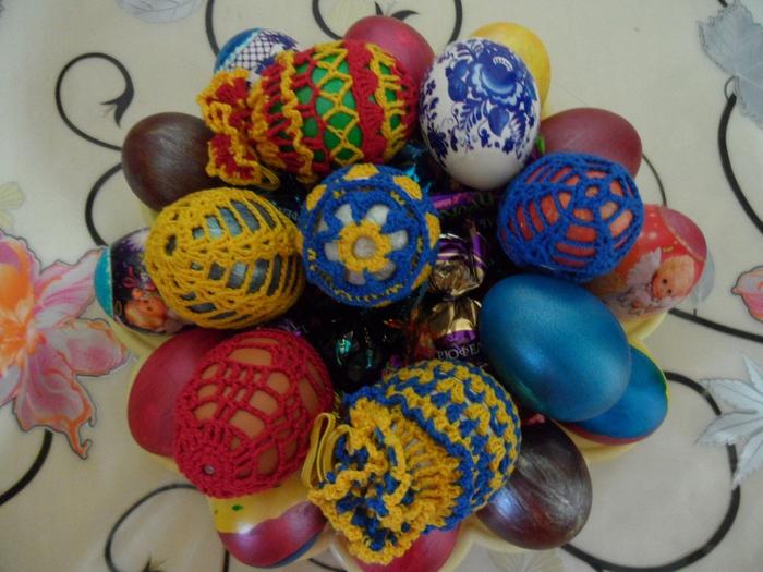 Обвязанные крючком яйца