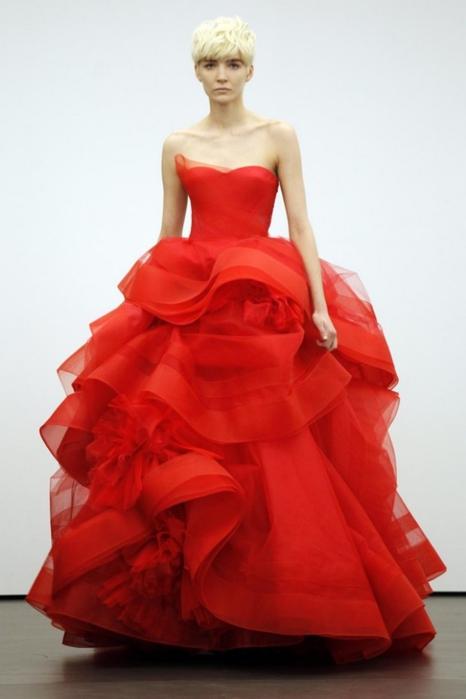Свадебные платья красного цвета 7