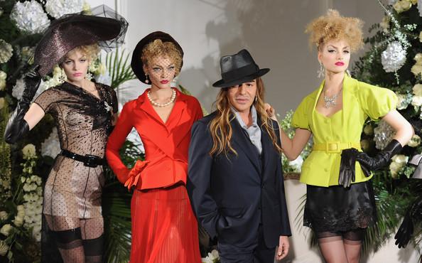 3726295_christian_dior_paris_haute_couture_fashion_week02 (594x370, 93Kb)