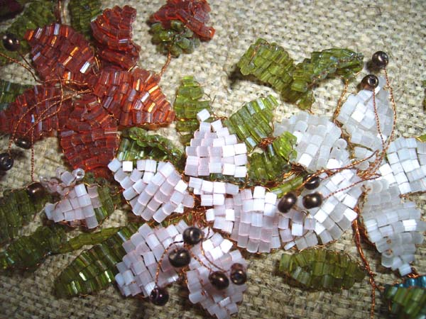 мк бабочки из бисера. павлин из бисера фото. схемы картин для мозаичного плетения. как из бисера сделать человека.