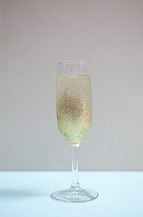 st-diy_personalized_champagne_glasses7 (462x700, 33Kb)