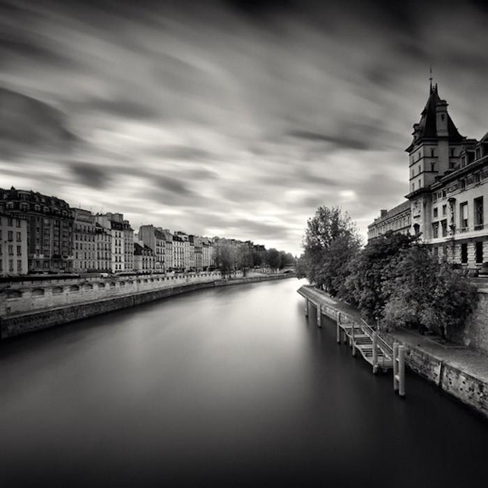 Черно-белые фото парижа Damien Vassart 4 (700x700, 83Kb)